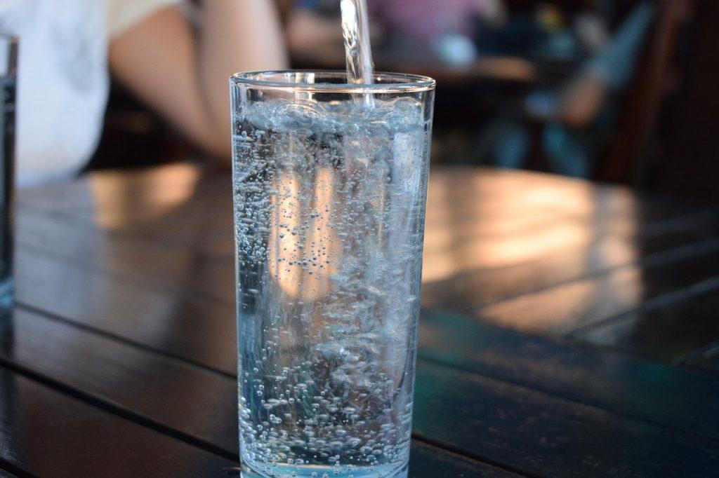 Обязательно выпейте не менее 800 мл. воды перед массажем простаты